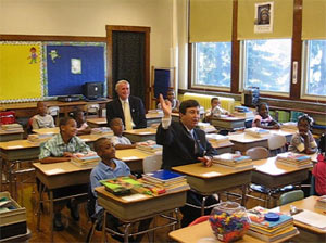 Mayor Barrett visits classes on the first day of the 07-08 school year