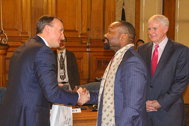 Sister Cities Chair, Alderman Russell W. Stamper, II and Mayor of Irpin, Volodymyr Karplyuk shaking hands.
