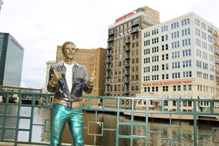 Photo of the Bronze Fonz in the Milwaukee Riverwalk BID