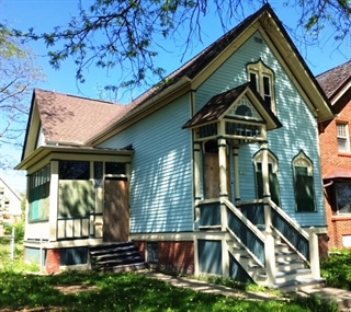 A home for sale in Bronzeville.
