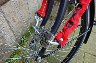 Example of hardened steel bike chain on bike